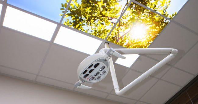 behandelkamer met rustgevend plafond